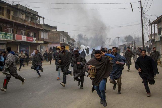 Pakistan Warns India Kashmir on Brink of 'Full-Fledged Crisis'